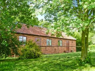 HILL TOP COTTAGE, stunning views, off road parking, garden with orchard, near Lincoln, Ref 19923 - Lincolnshire vacation rentals