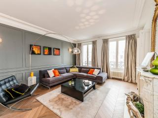 LUXURY APARTMENT IN THE 7TH - EIFFEL TOWER VIEW! - 7th Arrondissement Palais-Bourbon vacation rentals