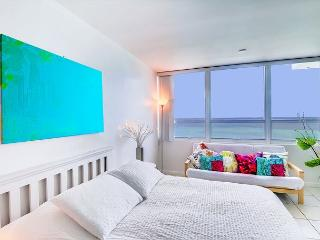 Lovely OCEAN FRONT Studio - Miami Beach vacation rentals