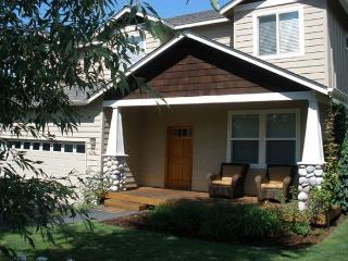 Westside favorite with a hot tub - Perfect for skiing, biking and golf! - Bend vacation rentals