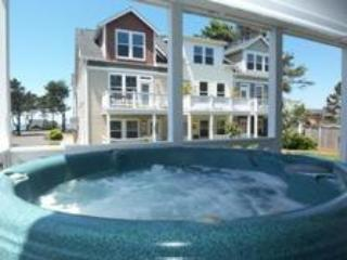 Great for Couples 3 BR all with Private Bath, Hot Tub - Lincoln Beach vacation rentals