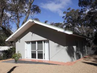 One bedroom cottage close to Katoomba town & rail - Blue Mountains vacation rentals