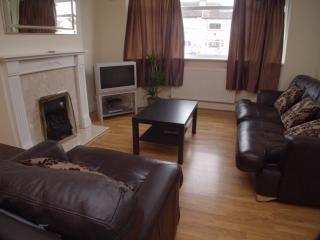 3 Bedroom House in Sutton, London Sleeps 8 - London vacation rentals