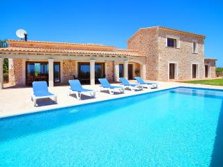 Country House Set Amidst Almond and Olive Groves - Gharb vacation rentals
