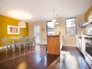 City Glam - LEGAL 4 Bedroom for a NYC Experience - Manhattan vacation rentals