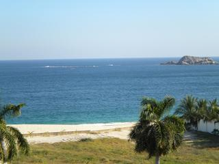 View of the Pacific from roof top terrace - LUXURY PENTHOUSE-SPECTACULAR VIEWS OCEAN VIEWS - Huatulco - rentals
