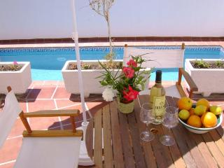 CASA TULIPAN housing complex with a communal pool - Durcal vacation rentals