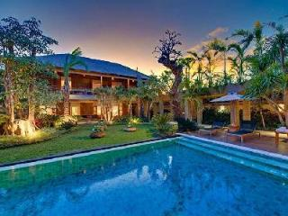 Villa Kinara - Spacious Villa close to Petittenget beach and 5 minute walk to nightlife - Seminyak vacation rentals
