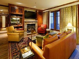 Chic Ritz Carlton Three Bedroom- superb Ski-in/Ski-out, Aspen Club & Spa access - Aspen vacation rentals