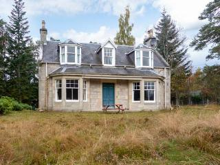 COILLE GHLAS, in Cairngorms National Park, open fires, parking and garden, in Nethy Bridge, Ref 17242 - Aviemore and the Cairngorms vacation rentals