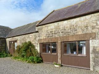 THE GRANARY, pet-friendly, off road parking, garden, in Sanquhar, Ref 19436 - Dumfries & Galloway vacation rentals