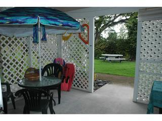 The lanai is just steps to the grass outside, picnic table, all the 1 acre grounds! - 1 Bed Full Bath Close to Town/AirP - WIFI - Clean! - Kailua-Kona - rentals
