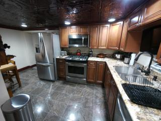 5 Star Furnished 2 Bedroom Luxory...Pittsburgh PA - Pennsylvania vacation rentals