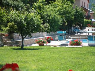 14 sleeps, private villa with pool in Le Marche - Piobbico vacation rentals
