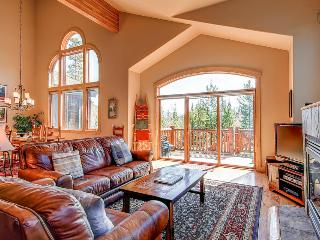Spacious getaway with beautiful mountain views, lake and golf course nearby - Eagles Nest Home - Silverthorne vacation rentals