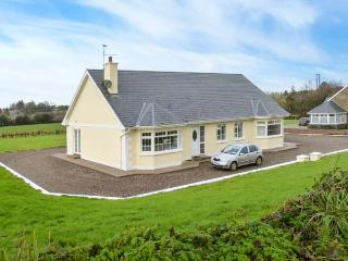 HICKEY'S COTTAGE, fully renovated, homely cottage, open fire, pet-friendly cottage in Lnockanore, Ref 20887 - County Waterford vacation rentals