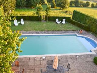 NORTON GRANGE, open fires, swimming pool, parking, garden, in Worcester, Ref 19077 - Worcestershire vacation rentals