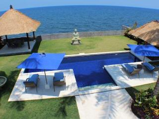 Bali Bliss Villa, seafront North Bali luxury - Singaraja vacation rentals