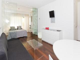 Desing & Comfort. Parking+ Wi-fi - Granada vacation rentals