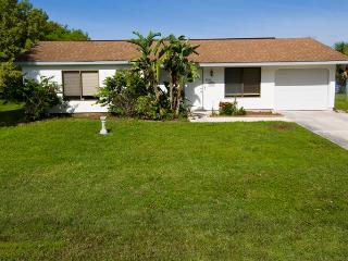 Lakefront home, 4 sleeps with heated pool - Port Charlotte vacation rentals