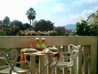CasaMaTi - Refined apartment next to seaside/center - Liguria vacation rentals