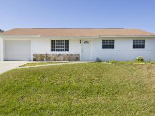 6 sleeps, heated pool near beach and golf course - Port Charlotte vacation rentals