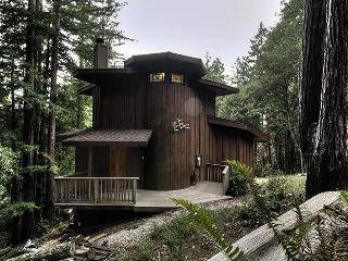 Romantic Forest Hideaway for 2 in Timber Cove - California Wine Country vacation rentals