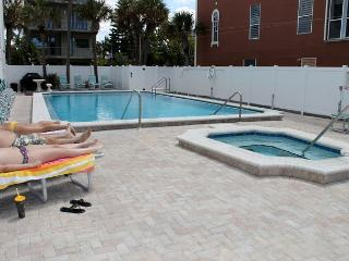 Chambre Condominium 403 - Indian Shores vacation rentals