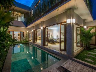 PRIME LOCALE JUST 300m FROM DOUBLE SIX BEACH - Legian vacation rentals