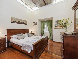 Amazing Apt Between Fontana Di Trevi & Foro Romano - Rome vacation rentals