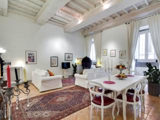 Stunning Piazza Navona Apartment - Rome vacation rentals