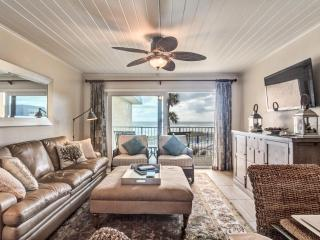 High-End Immaculate Reno in Complex Closest to Sea - Crescent Beach vacation rentals