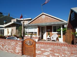 Adorable Beach Cottage! Front Patio & Courtyard! (68265) - Newport Beach vacation rentals
