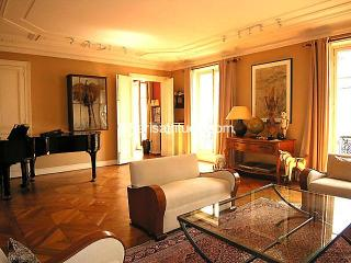exceptionnel appartement place de l'Etoile, 3 br. - Paris vacation rentals