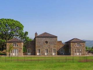 EDEN, luxury property, six bedrooms, hot tub, set in wonderful grounds, near Skipton, Ref 19254 - Skipton vacation rentals