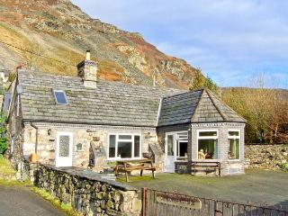 GLENDOWER traditional features, off road parking, garden in Llangynog, Ref 22261 - Llangynog vacation rentals
