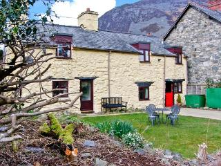 STRYD WEN, traditional features, off road parking, garden, in Llangynog, Ref 6807 - Mid Wales vacation rentals