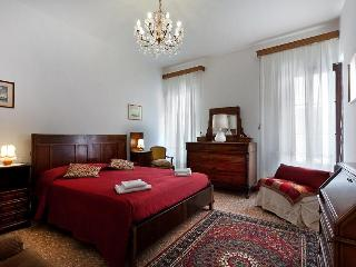Holiday Apartment in venice centre, Ca' Visconti near Rialto San Marco, Ca' D'Oro and Campo Santi Apostoli - Veneto - Venice vacation rentals