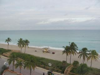 Awesome Oceanfront Studio - Hollywood Beach Resort - Hollywood vacation rentals