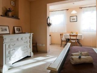 Big & Bright Studio in Tuscany near Cortona - WiFi - Castiglion Fiorentino vacation rentals