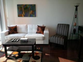 Modern 2 Bedroom Stylish Downtown Suite @ Maple Leaf Square - Toronto vacation rentals