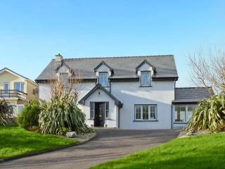 NORA'S COTTAGE, sea views, conservatory, decked garden, in Union Hall, Ref 12014 - Union Hall, County Cork vacation rentals