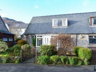 LILY COTTAGE, dog-friendly, patio, conservatory, close amenities in Killin, Ref 15595 - Killin vacation rentals