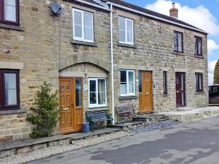 4 CROWN COURT YARD, stone-built cottage, romantic retreat, pet friendly, parking, in Grewelthorpe, Ref 19821 - Grewelthorpe vacation rentals