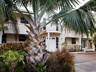 Tranquil elegantly furnished apartment with pool. - Atlantic Shores vacation rentals