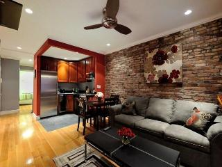 Stylish Upper East Side 2 bed w 2 full bathrooms! - New York City vacation rentals