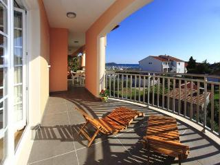 2 bedrooms condo w/sea view terrace in Pakostane - Pakostane vacation rentals