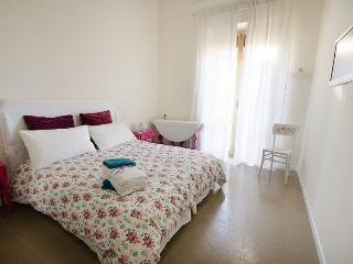 Close to Colosseum spacious holiday apartment - Rome vacation rentals