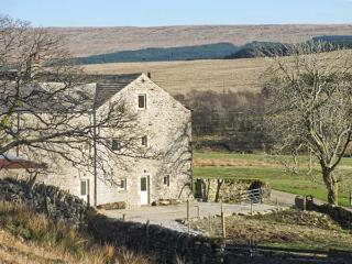 NETHERGILL FARM BYRE, woodburner, en-suite, WiFi, king-size bed, in Oughtershaw, Ref. 22132 - Buckden vacation rentals