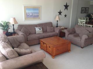 2Bdr/2Bath Oceanfront Condo on the Boardwalk. Free Wi-Fi and Linens (example only) Weekly only - Virginia Beach vacation rentals
